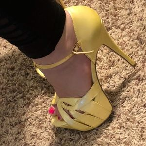 Bakers canary yellow stiletto